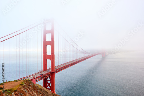 Poster Amerikaanse Plekken Golden Gate Bridge view at foggy day