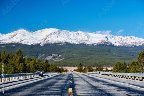 Spoed Foto op Canvas Verenigde Staten Highway in Colorado Rocky Mountains