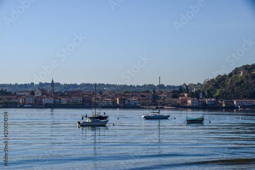 Fotografering  Barche ad Angera, lago maggiore