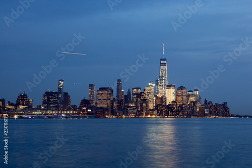 In de dag New York City Lower Manhattan Skyline at Twilight
