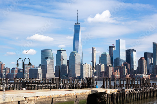 In de dag New York City Lower Manhattan from Liberty State Park