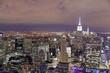 Abendlicher Blick vom Top of the Rock Observatory auf dem Rockefeller Center in Richtung Empire State Building, New York, USA, Nordamerika