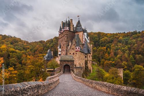 Foto op Plexiglas Historisch geb. Burg Schloss in der Eifel Deutschland