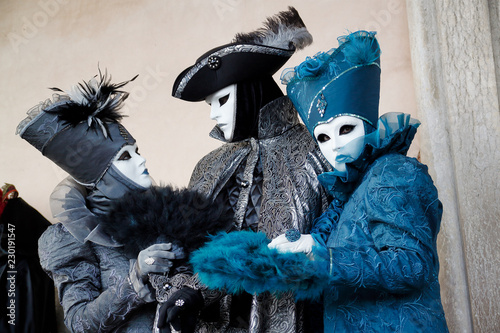 Fotomural  Colorful trio carnival black-blue mask and costume at the traditional festival i