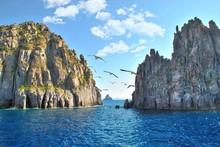 Il Canale Sul Mare Nelle Isole Vulcaniche