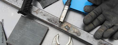 Foto op Canvas Jacht Schweißertisch mit Werkzeug und Schweißgerät 11