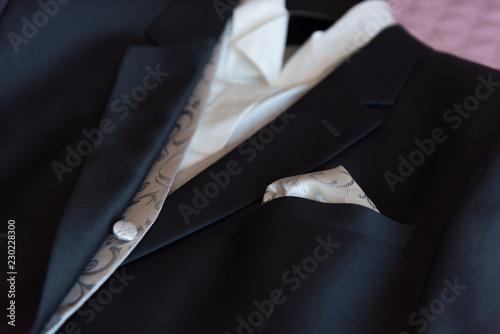 Obraz na płótnie Costume de mariage posé sur un lit