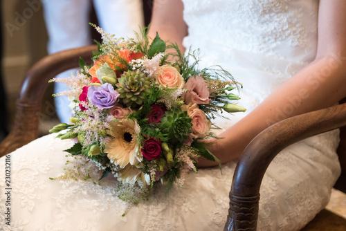 Canvas Print main et bouquet d'une mariée