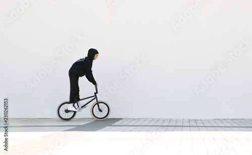 Платно Portrait of a cyclist bmx against a white wall background