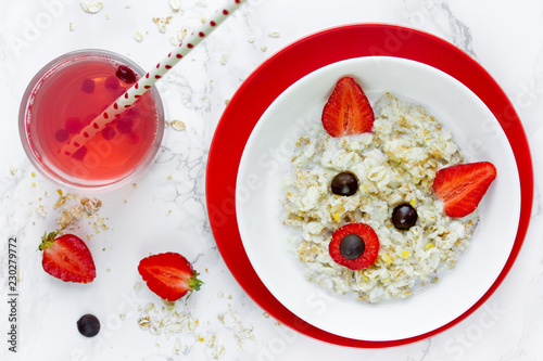 Poster Hyène Breakfast food art for kids, animal face healthy oatmeal with strawberry