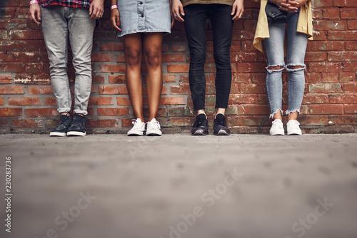 Legs of friends Tablou Canvas
