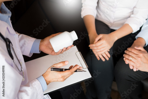 Fototapety, obrazy:  doctor hand holding tablet of drug and explain to patient in hospital room.