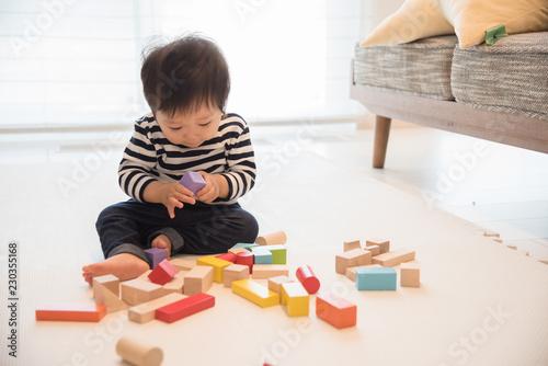 Stampa su Tela  積み木で遊ぶ赤ちゃん