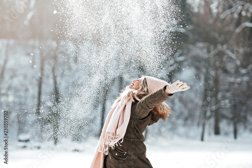 Obraz Beautiful young woman enjoying in the snow - fototapety do salonu