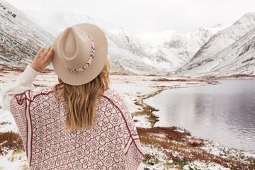 Fototapeta Woman traveler on the background of a beautiful mountain lake