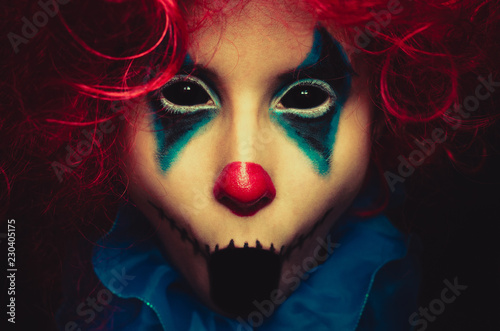 Fotomural Creepy clown close up halloween portrait on black background
