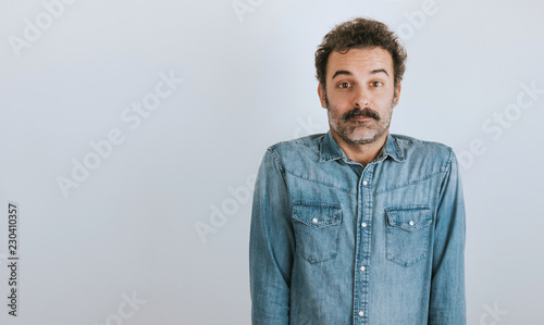 Photo  Portrait of brown, handsome man with mustache in jeans shirt