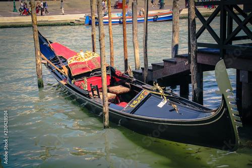 Foto op Plexiglas Venetie beautiful street with traditional gondola in venice italy
