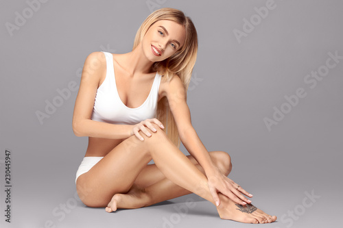 Obraz Perfect slim toned young body of the girl or fit woman at studio. The fitness, diet, sports, plastic surgery and aesthetic cosmetology concept. - fototapety do salonu