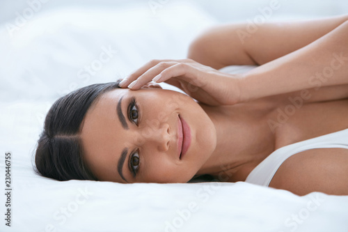 Fotografía  Natural Beauty. Woman With Beautiful Face, Soft Healthy Skin
