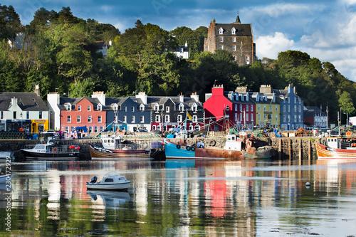 Fototapeta Tobermory town, capital of the Isle of Mull in the Scottish Inner Hebrides, Scot