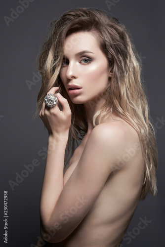 Küchenrückwand aus Glas mit Foto womenART Young beautiful blonde with silver jewelry