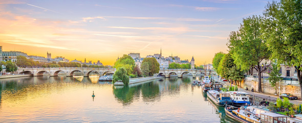 Sunrise view of old town skyline in Paris