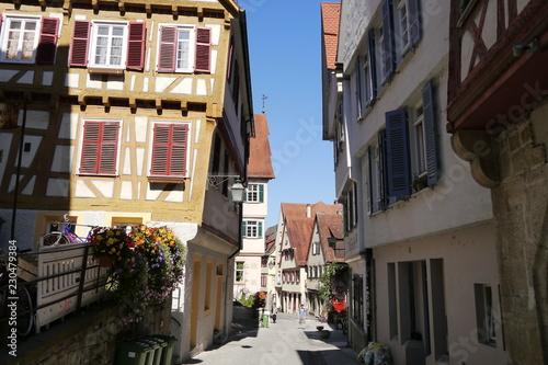 Fotografie, Obraz  Schiefe mittelalterliche Häuser in der Haaggasse in Tübingen