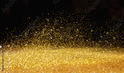 Foto auf AluDibond Artist KB Golden powder scattered over the dark background