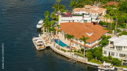 Obraz Luxury waterfront house with yacht Miami - fototapety do salonu
