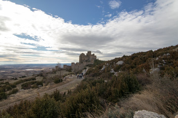 Fototapeta na wymiar castillo en la montaña
