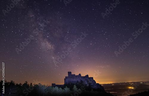 Fototapeta  castillo en la montaña