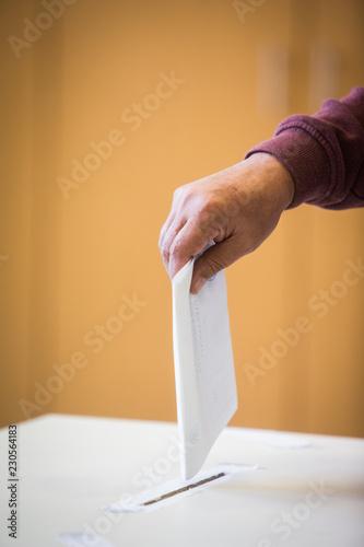 Fototapeta  Person voting, casting a ballot