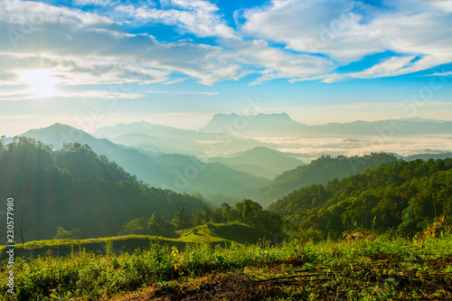 Foto  Landscape of sunrise on Mountain at Doi Luang Chiang Dao, ChiangMai ,Thailand