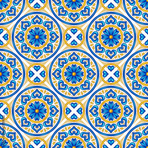 Photo Moroccan ceramic tile seamless pattern.