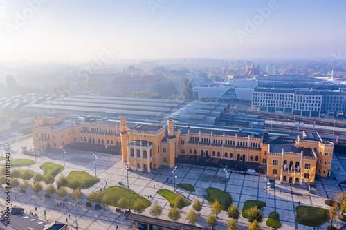 Obraz Panorama głównego dworca kolejowego we Wrocławiu o poranku - fototapety do salonu