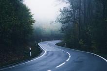 Eine Straße Schlängelt Sich ...