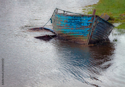 Photo  boat on the river