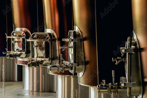 Fotografía  Vats for fermenting grapes and producing wine at the winery