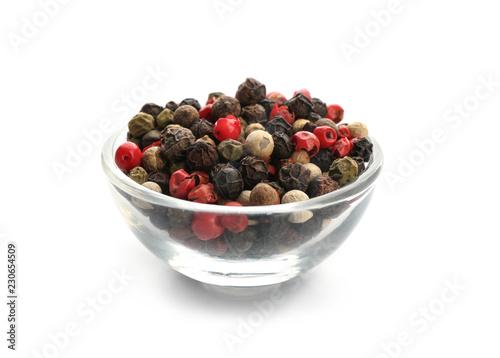 Keuken foto achterwand Aromatische Glass bowl with different pepper grains on white background