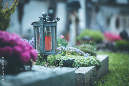 Fotografia Candle / lantern at the cemetery, funeral, sorrow