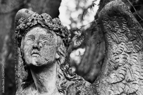 Papiers peints Con. ancienne Ancient statue of blind and wounded angel can not fly up. Religious symbols.