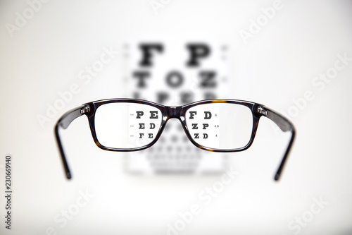 Fotografía Eyeglasses during optometric examination / Exam view with optometric table and t