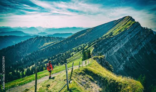 Fotografía  nice senior woman, hiking in fall, autumn  on the ridge of the Nagelfluh chain n