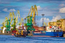Berth Port. Unloading Ships. C...