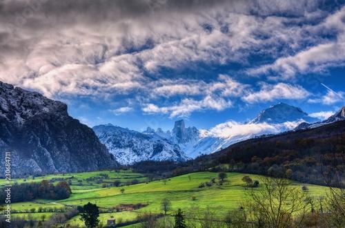 Tuinposter Alpen Naranjo de Bulnes (known as Picu Urriellu) in Picos de Europa National Park.