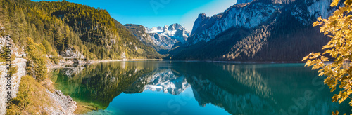 Photo  Beautiful alpine view with reflections at the famous Gosausee-Salzburg-Austria