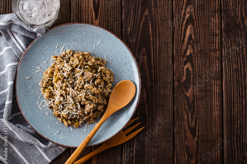 Poster Plat cuisine Barley porridge with mushrooms and chicken, top view