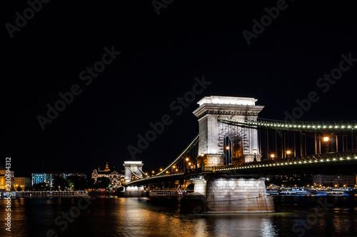 Deurstickers Boedapest chain bridge in budapest