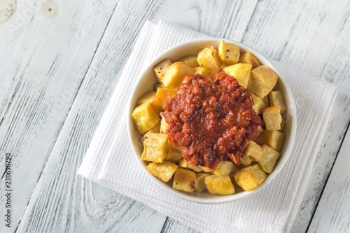 Portion of patatas bravas with sauces Fototapet